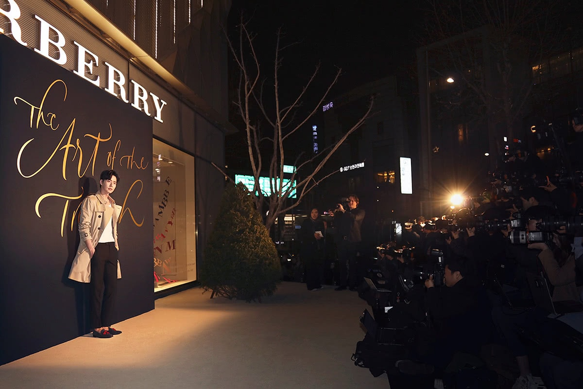 Luxe Digital luxury Burberry big data art of the trench marketing