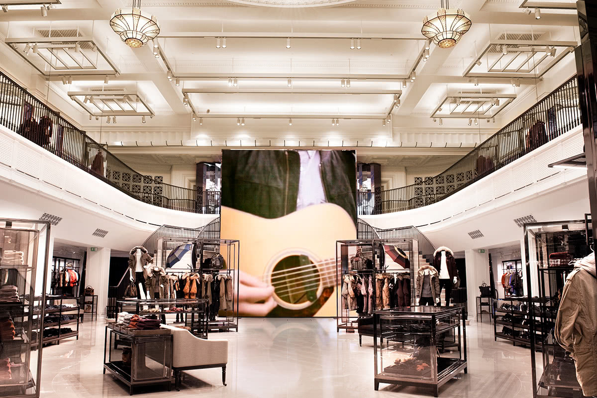 Luxe Digital luxury Burberry big data store