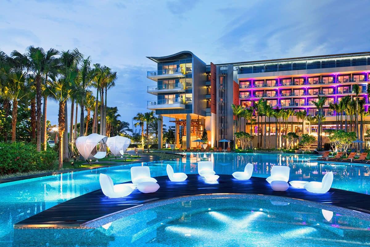 Luxe Digital luxury lifestyle Singapore yacht show 2018 W hotel sentosa cove