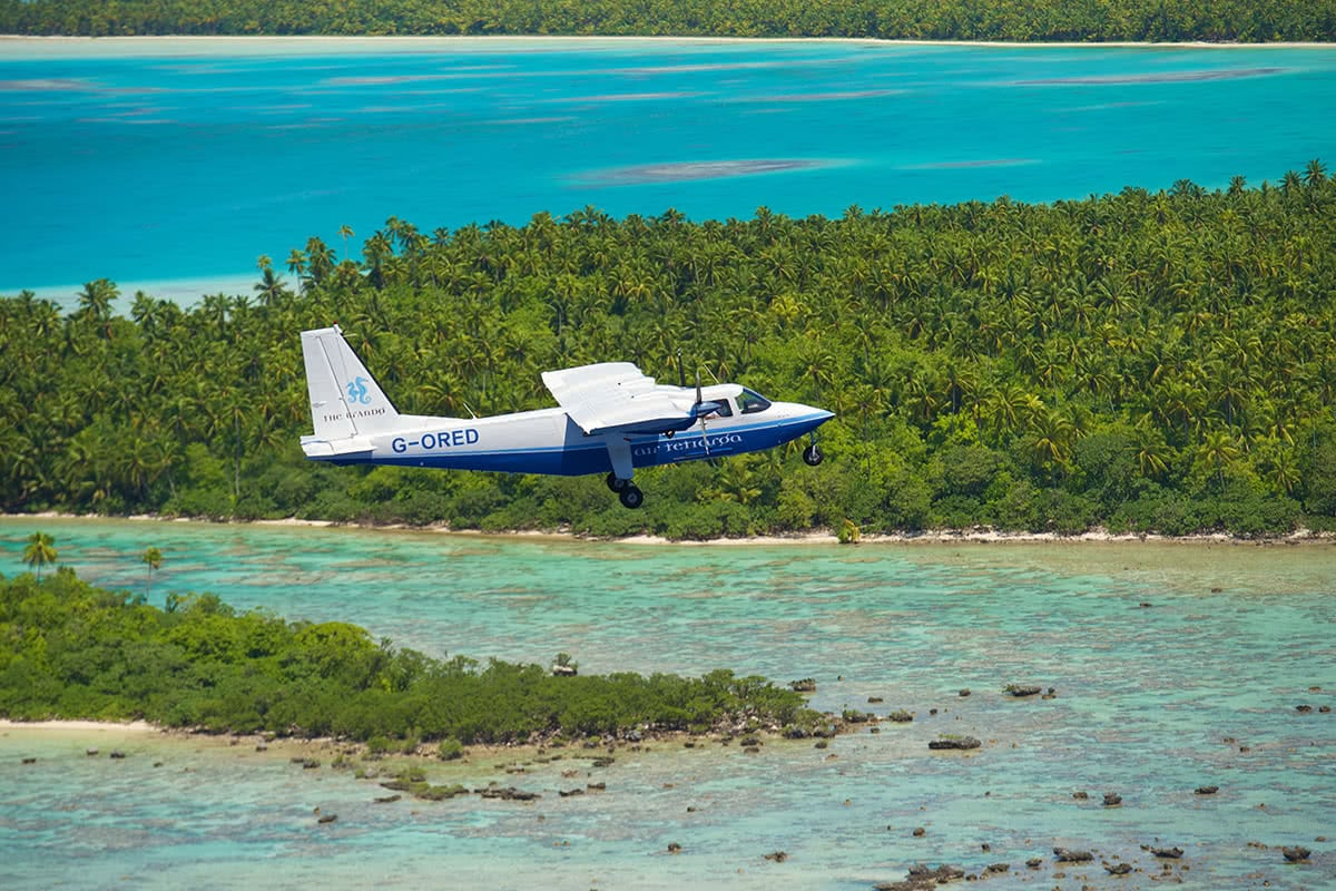 Luxe Digital luxury hotel The Brando Tetiaroa airplane flight Tahiti airport