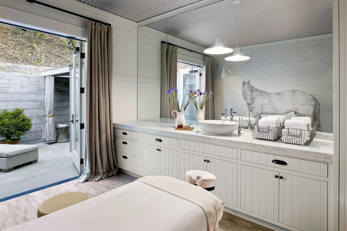 Luxe Digital luxury hotel The Farmhouse Inn Spa massage