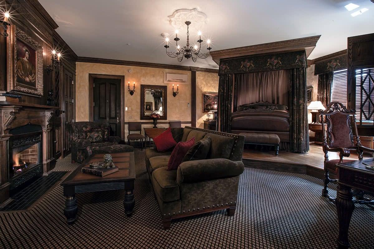 Luxe Digital luxury travel Chanler hotel Newport Rhode Island English Tudor room