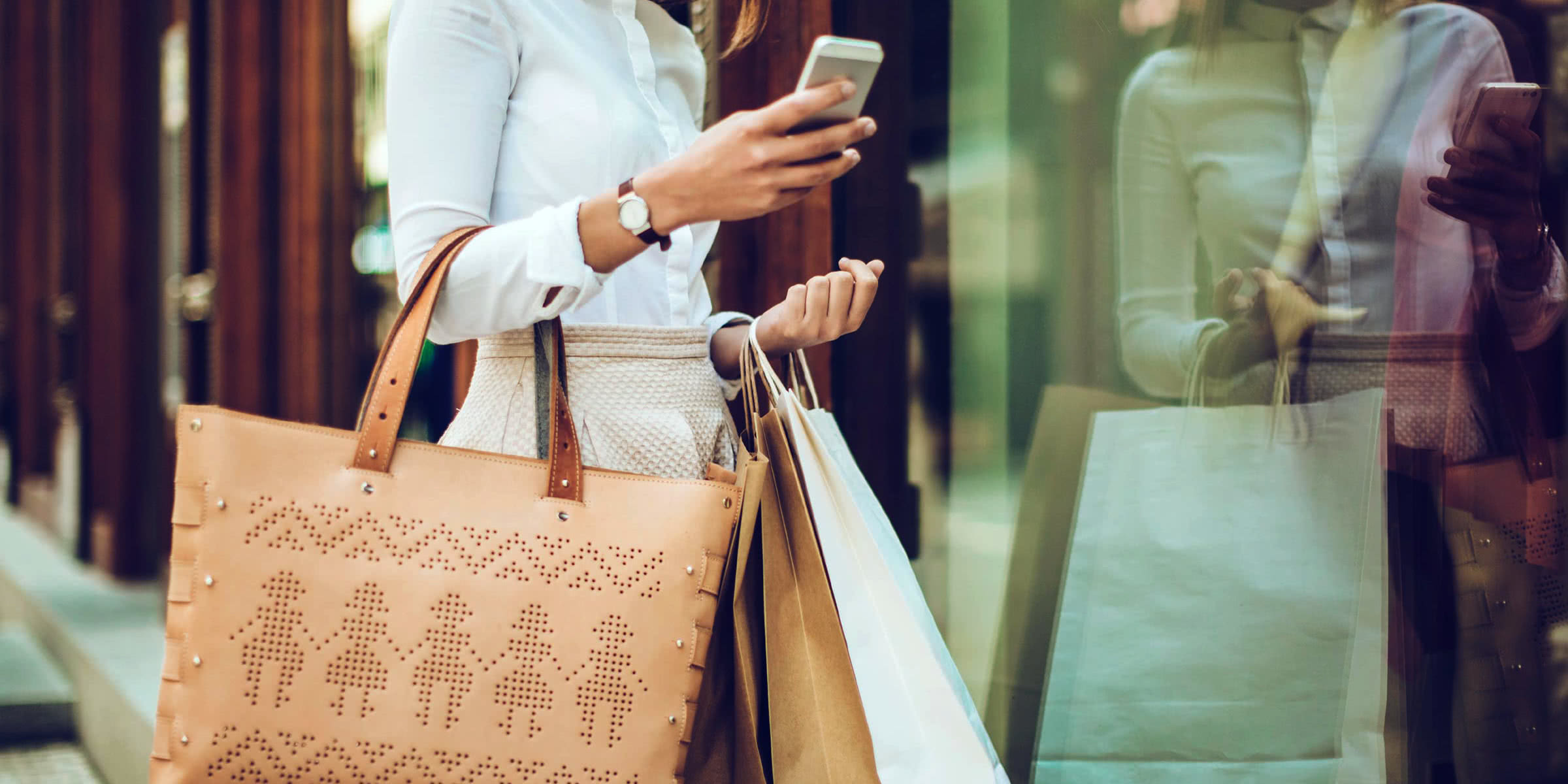holiday shopping predictions top digial trends luxury retailers must know Luxe Digital