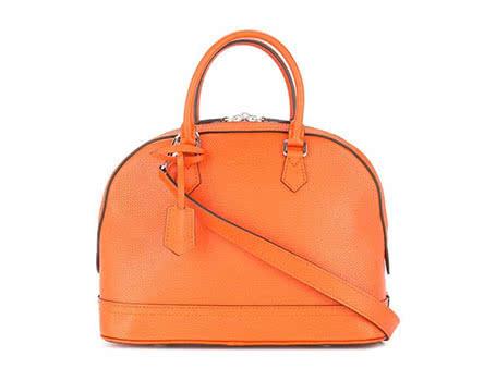 women Chanel bag - Luxe Digital