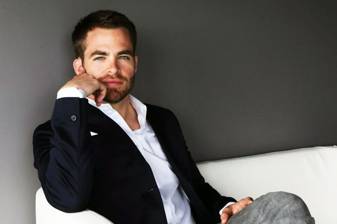 Actor Chris Pine's rocking the smart casual style