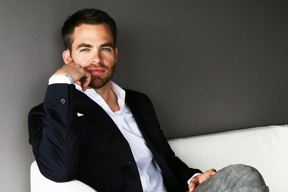 smart casual dress code men style Chris Pine - Luxe Digital