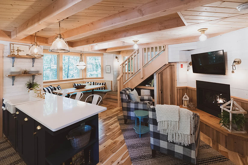 the woods maine treehouse experience luxury - Luxe Digital