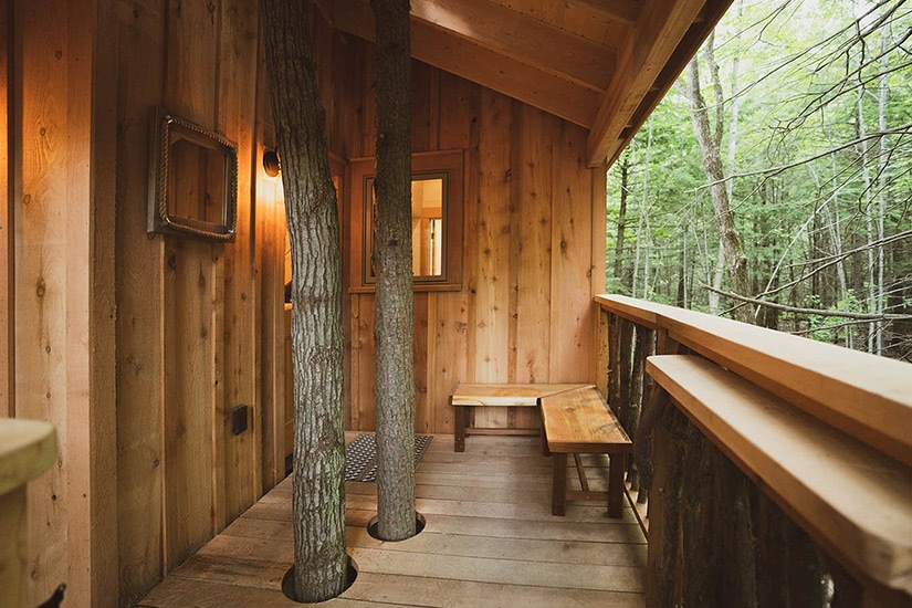 the woods maine treehouse nature luxury - Luxe Digital