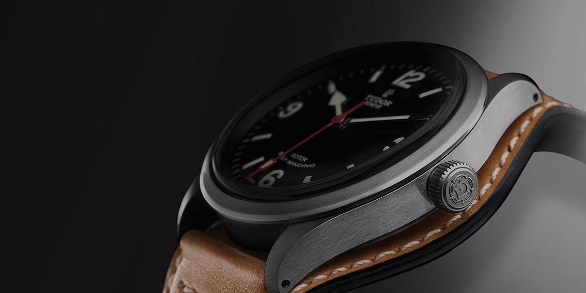 best field watch - Luxe Digital
