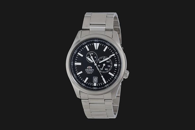 best field watch orient defender - Luxe Digital