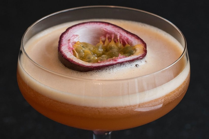 best cocktails recipe passion fruit martini mocktail - Luxe Digital