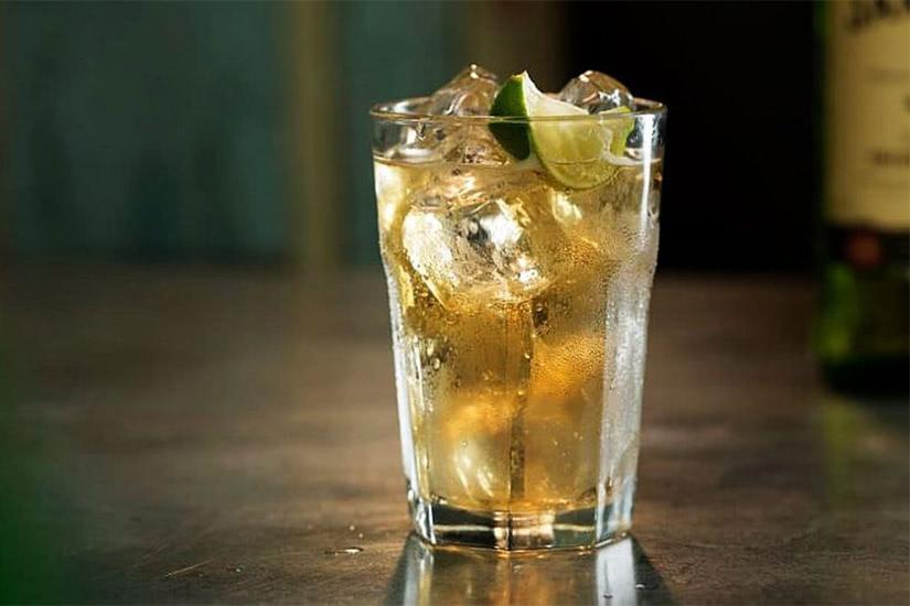 Receta de cóctel de whisky jameson, lima y jengibre - Luxe Digital
