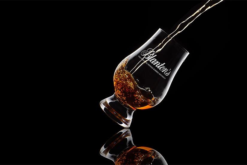 comercial de bourbon de blanton - Luxe Digital
