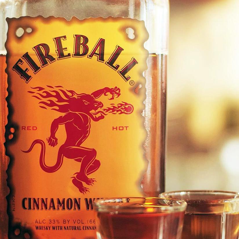 whisky canela bola de fuego canadá - Luxe Digital
