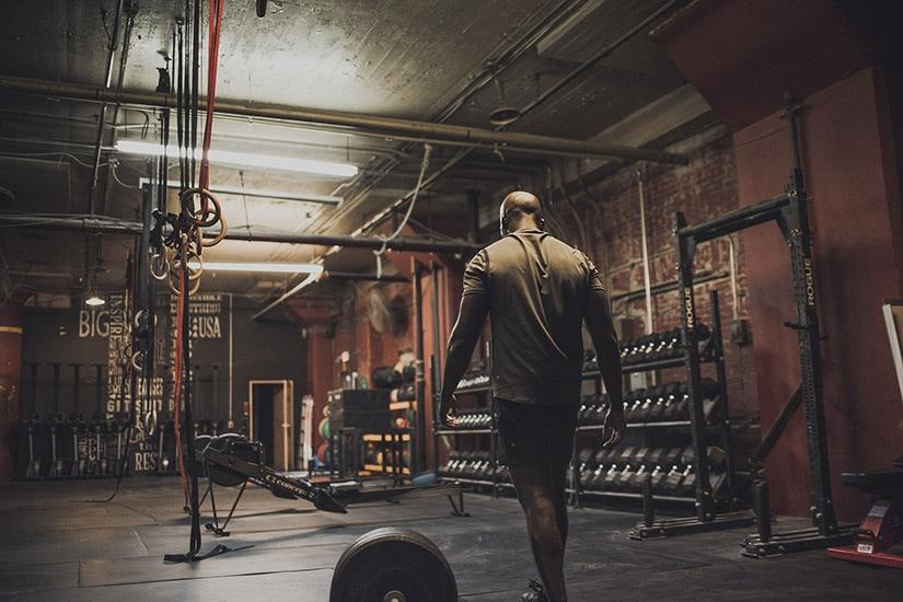 best men workout clothing brand lululemon - Luxe Digital