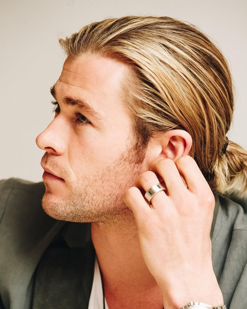 best long hairstyles men ponytail chris hemsworth - Luxe Digital
