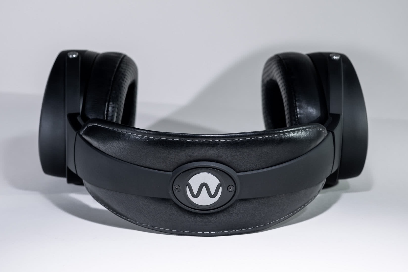 warwick acoustics aperio headphones system review - Luxe Digital