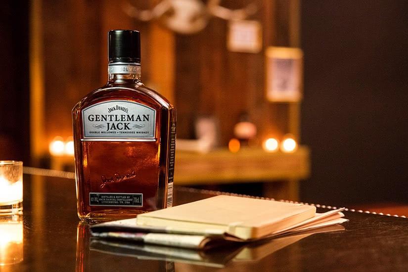 Tamaño de la botella de whisky bourbon de Jack Daniel's - Luxe Digital