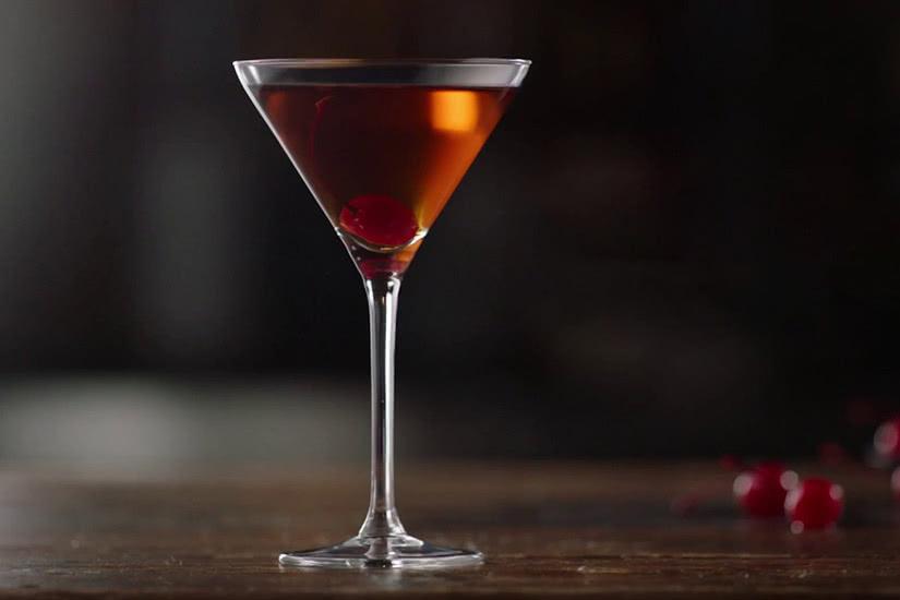 Receta de cóctel macallan rob roy whisky amaretto - Luxe Digital