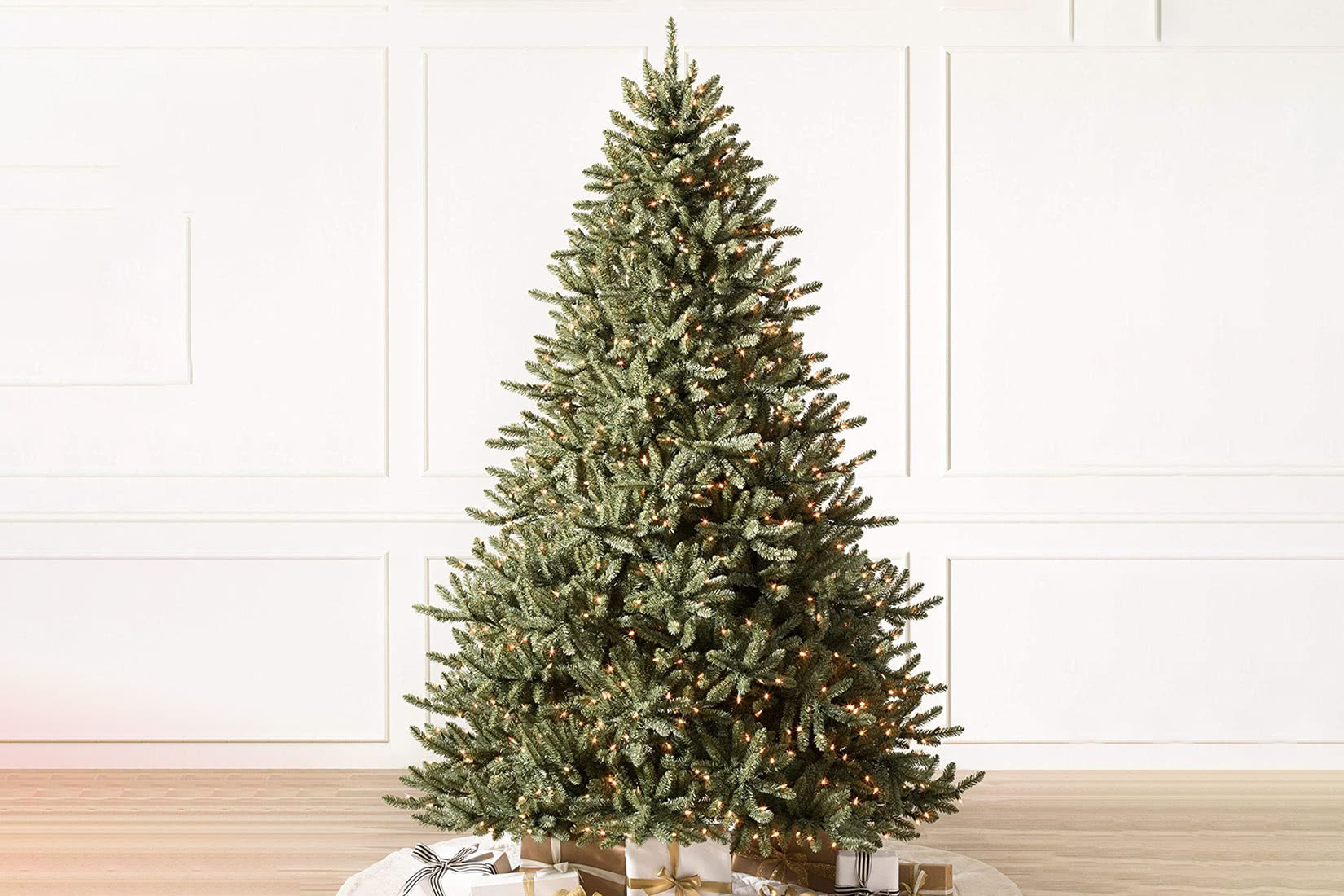 best artificial Christmas tree value balsam hill 4.5 review - Luxe Digital
