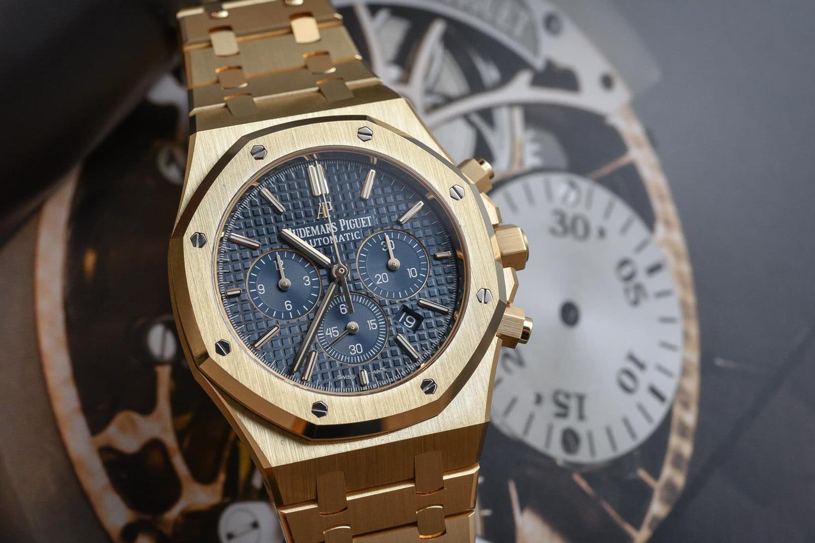 watch materials gold - Luxe Digital