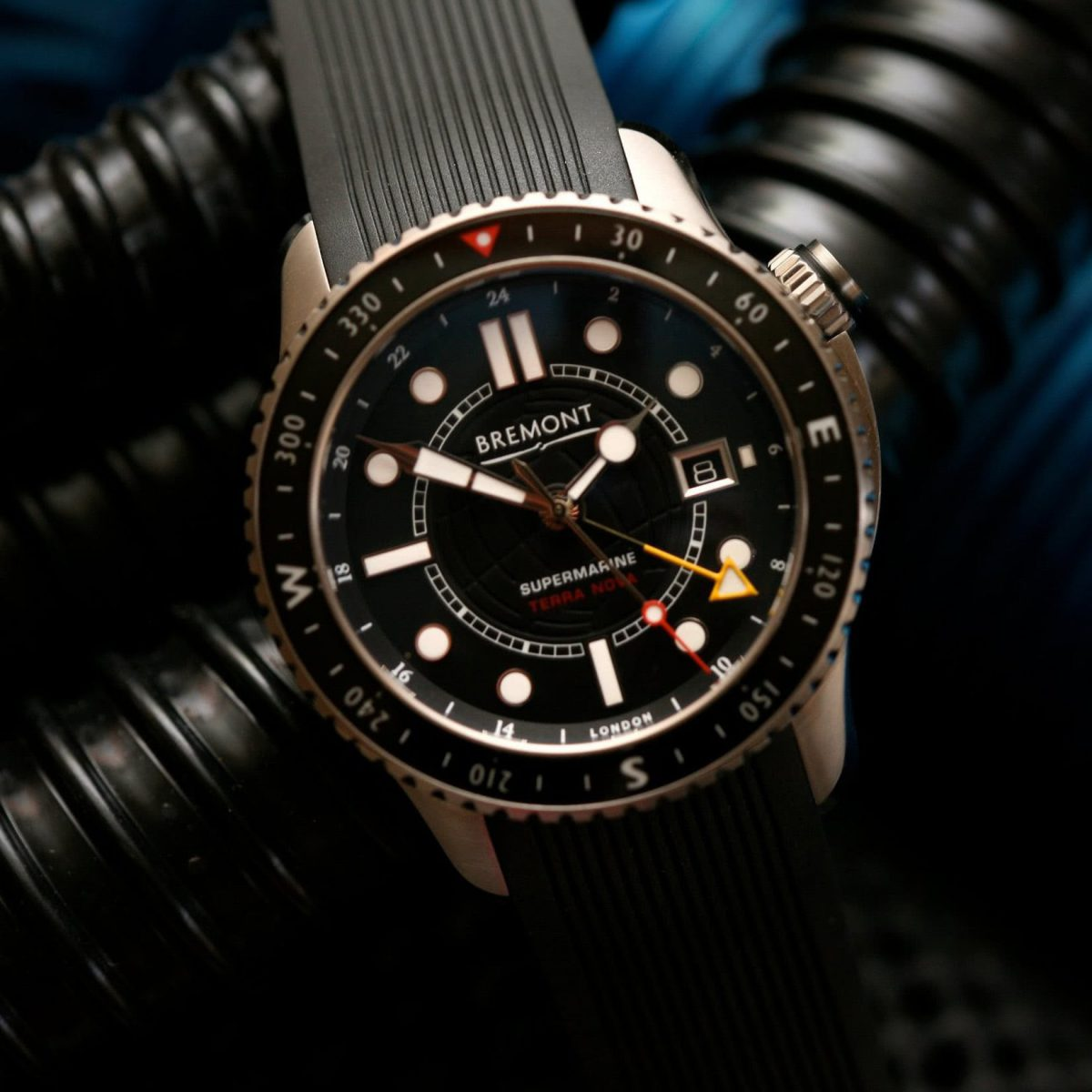 watch materials titanium - Luxe Digital