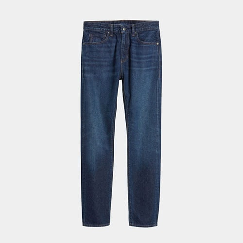 Casual dress code men style Levi's blue jeans - Luxe Digital
