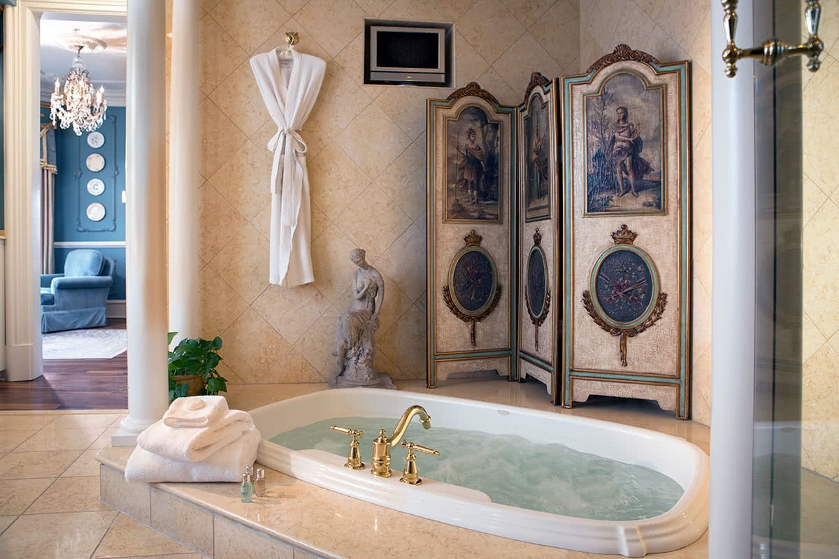 Luxe Digital luxury travel Chanler hotel Newport Rhode Island Renaissance bathroom